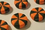 use five black pieces and five orange pieces, put a new circle together